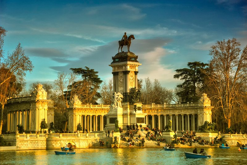 Lake El Retiro Park MAdrid Spain