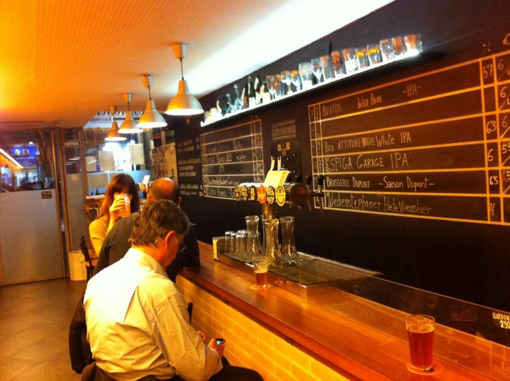 Cerveseria La Resistència Craft Beer Bar in Sant Antoni Barcelona