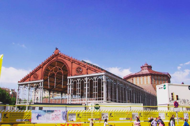 San Anoni Market ~ It's going to be the biggest and best foodie hotpot in Barcelona once it's finished!
