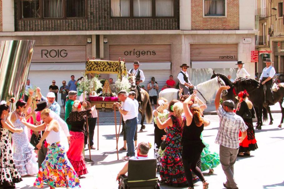 Dancing and horses in Figueres, Catalonia