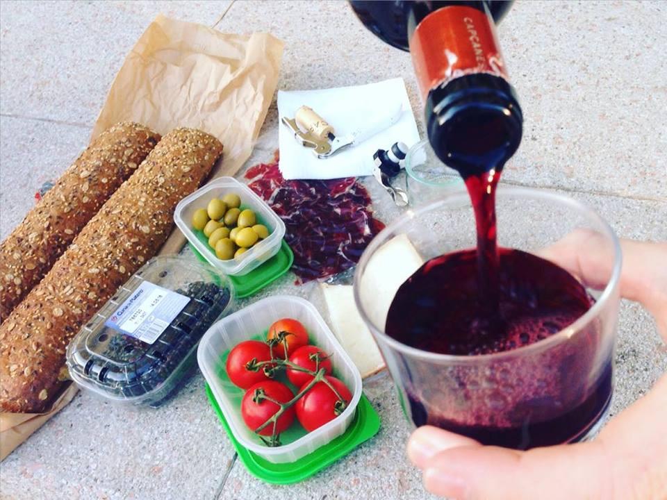 Ben's picnic in Parc Joan Miro ~ Credit Ben Holbrook