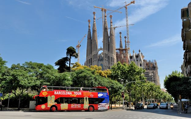 barcelona-tourist-bus-hop-on-hop-off-for-free-with-the-barcelona-city-pass-card