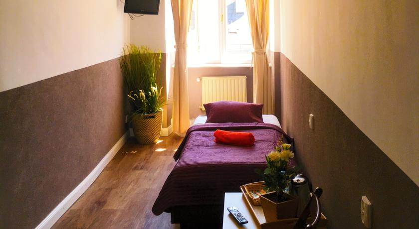 private-rooms-for-solo-travellers-in-krakow-poland