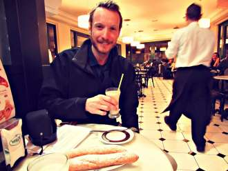 ben-holbrook-enjoying-horchata-and-fartons-in-valencia