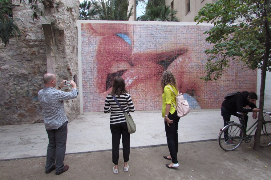"Joan Fontcuberta's ""Kiss of Freedom"" mosaic in Barcelona"