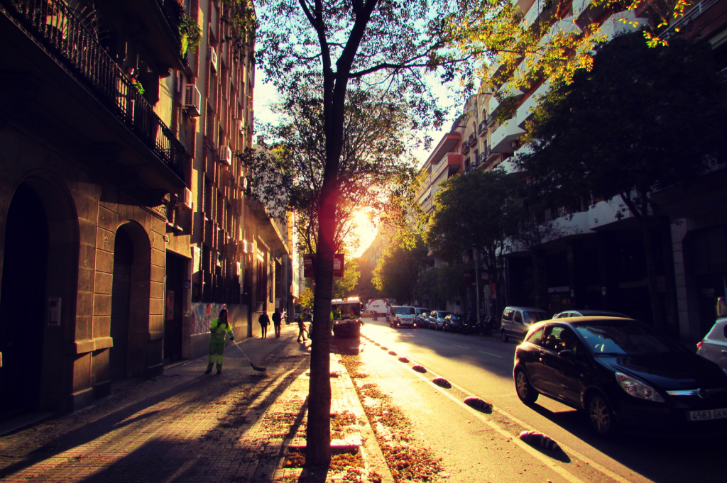 sunset-on-carrer-concell-de-cent-in-barcelonas-eixample-left-neighbourhood