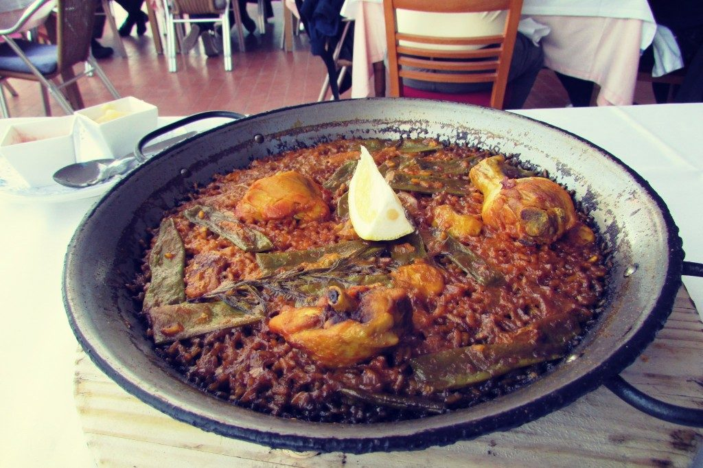traditional-chicken-and-rabbit-paella-in-valencia