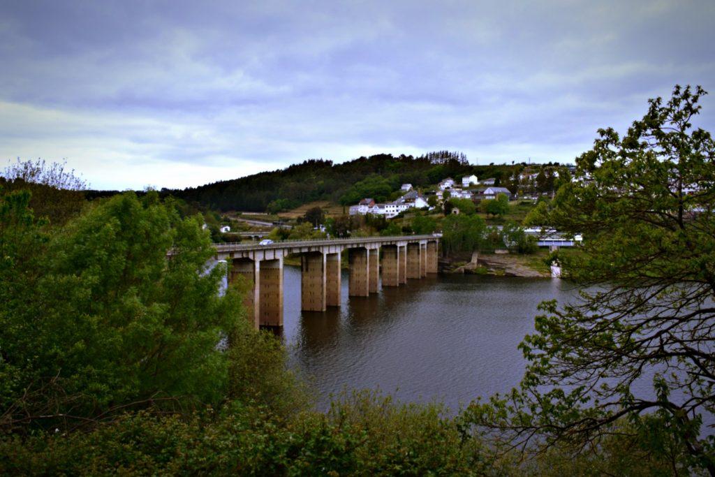 Fichier Bridge over the Miño river, Portomarín, Lugo, Spain