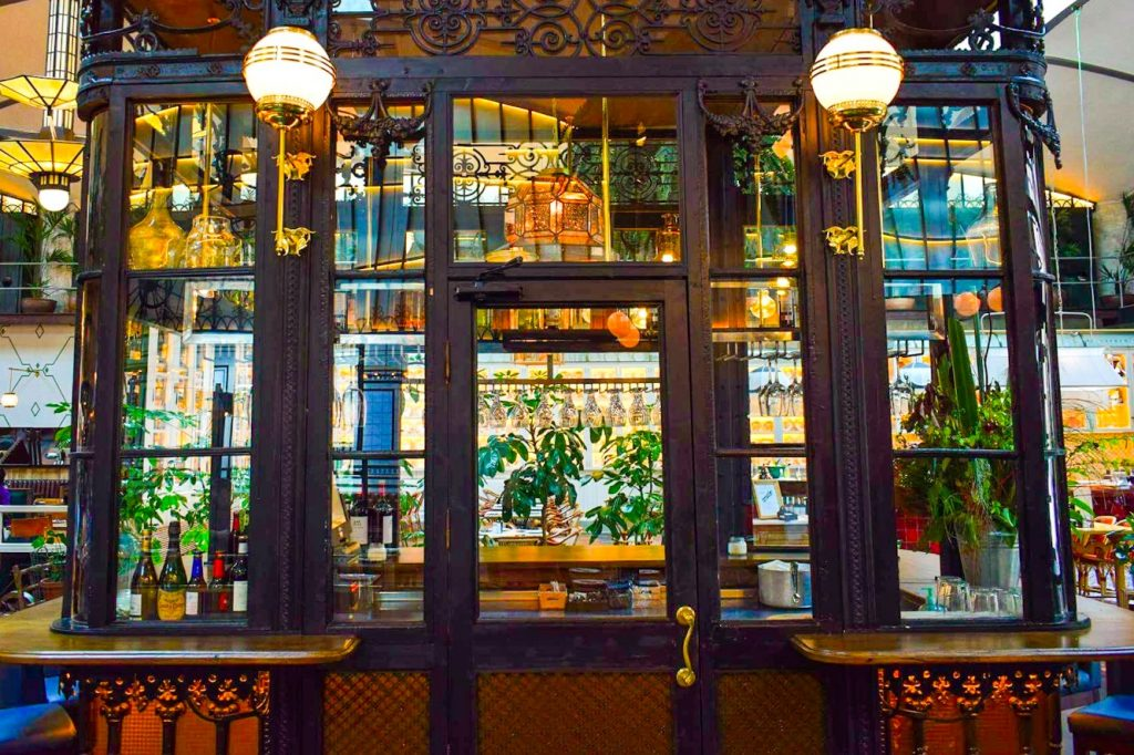El Nacional Wanderbeak Gourmet Gaudi Food and Architecture Tour in Eixample Barcelona