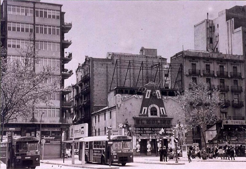 Old photo of El Molino theatre in Barcelona