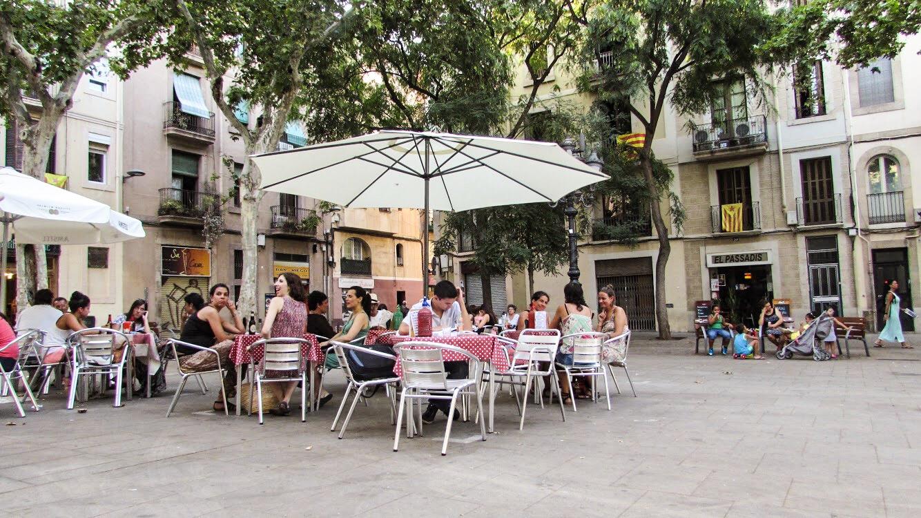 Vermut i a la Gàbia, Placa Osca, Sants, Barcelona