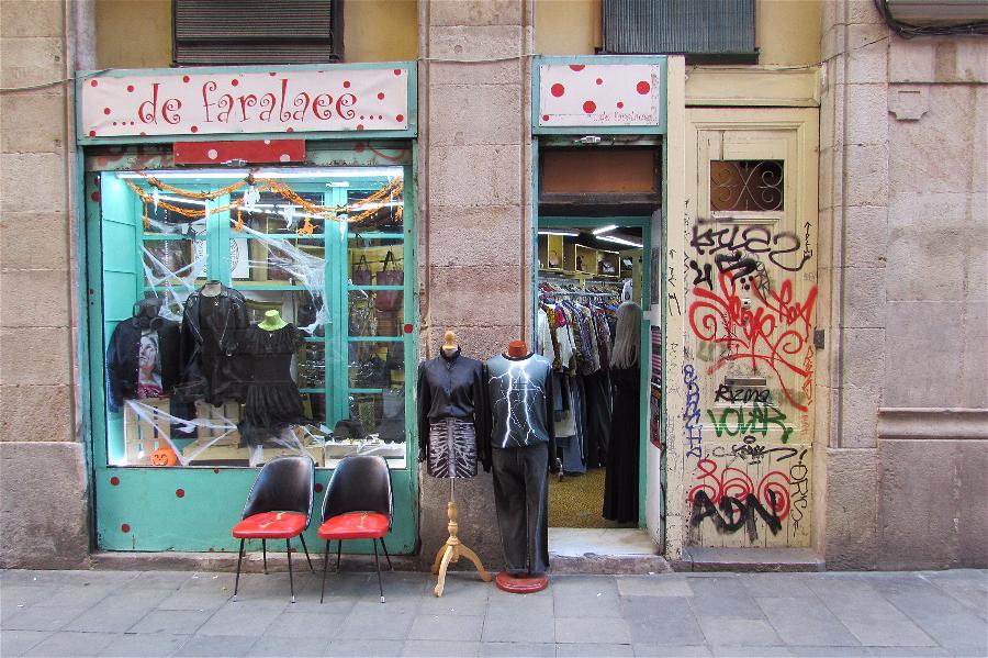 """Raval's """"vintage route"""" street - Carrer de Riera Baixa -"""