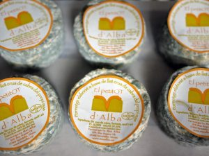 Where to buy Spanish and Catalan cheese in Barcelona