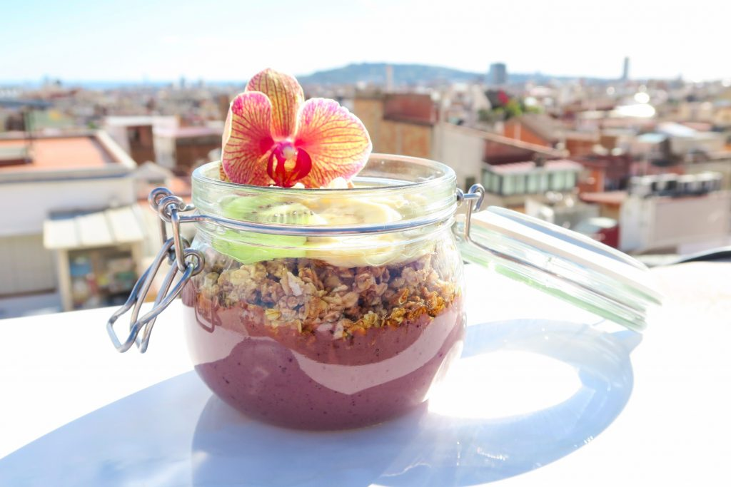 Vegan acai bowls and raw vegetable juices in Barcelona at Calizumos, Gracia, Barcelona