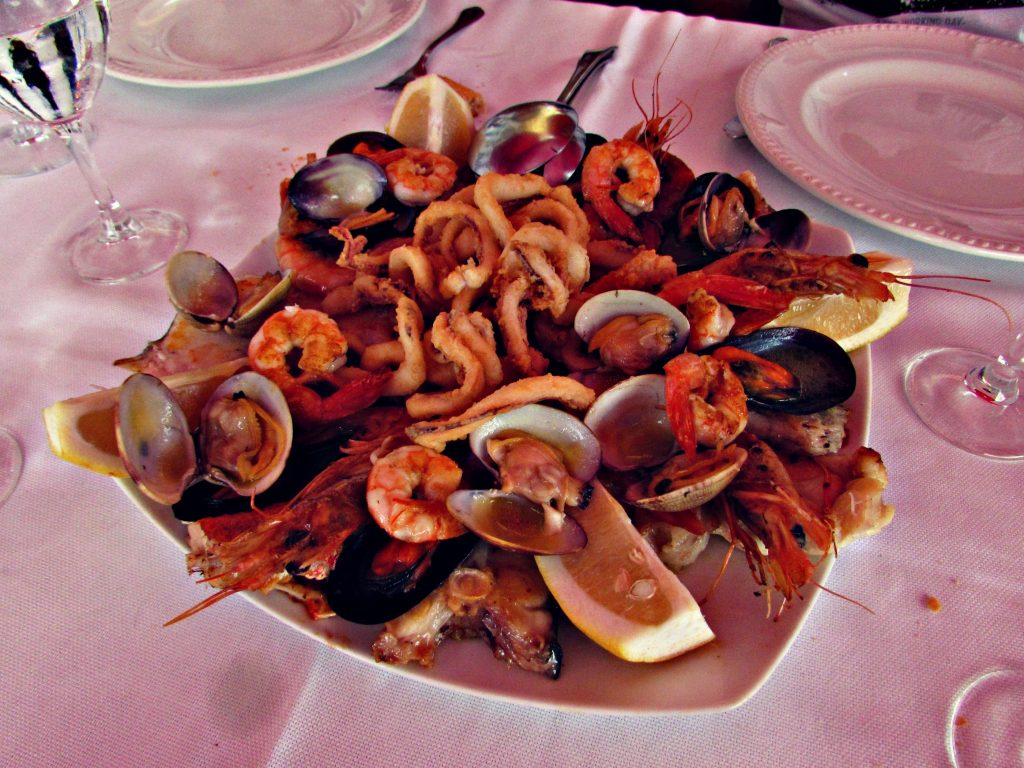 marisco-fish-and-shellfish-at-hotel-el-pescador-in-cudillero-asturias