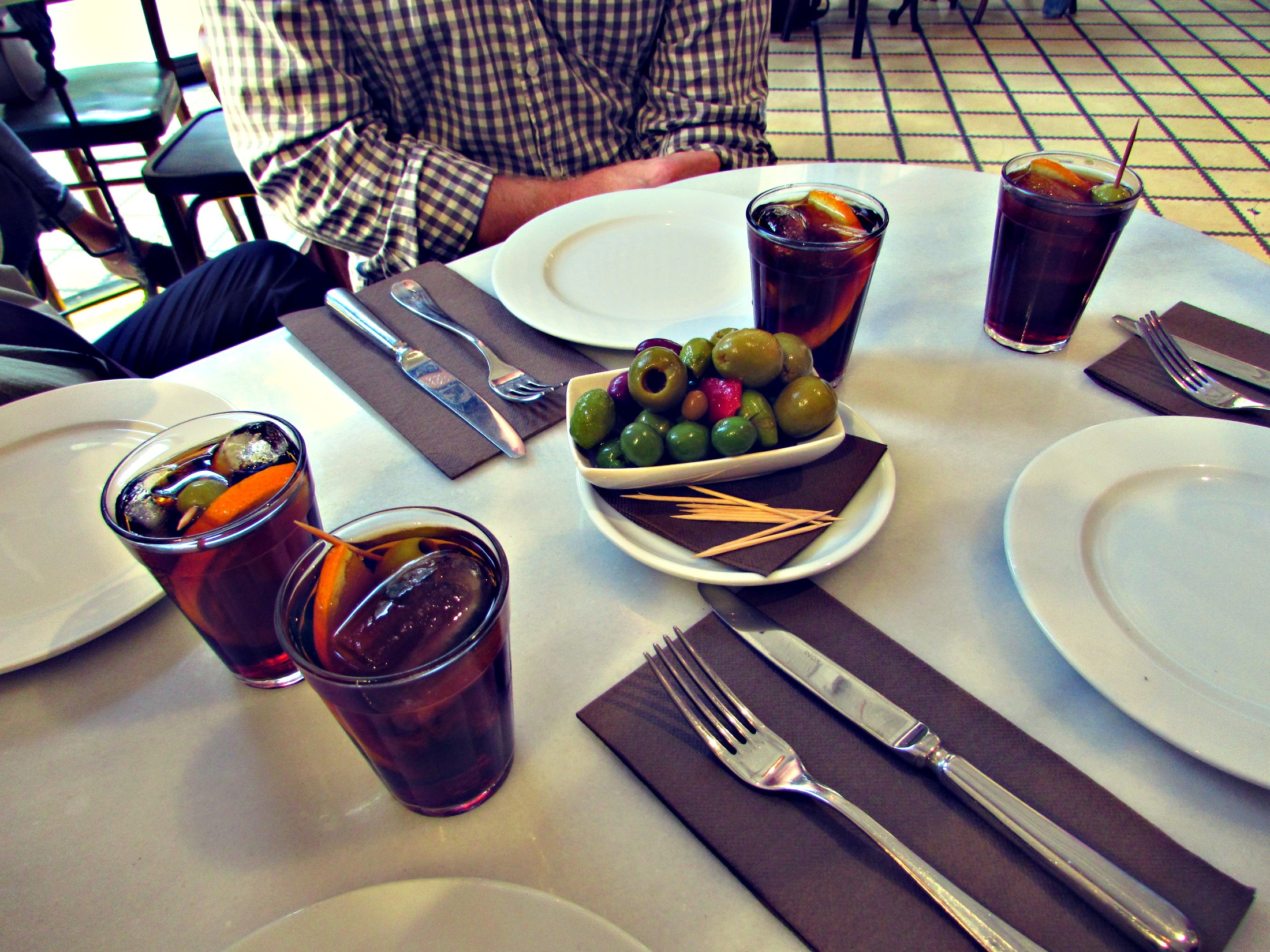 vermut-with-wanderbeak-walking-food-tours-in-barcelona