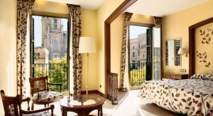 Hotel Colon Barcelona - Cathedral views and walking distance to city centre and Las Ramblas