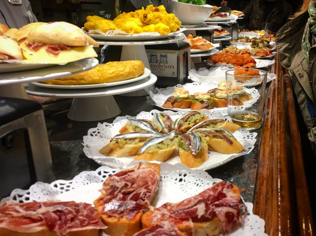 how to eat tapas in seville