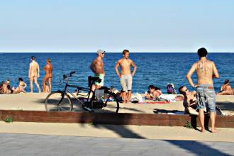 Mar bella Beach Scene - Tattoos and naked people