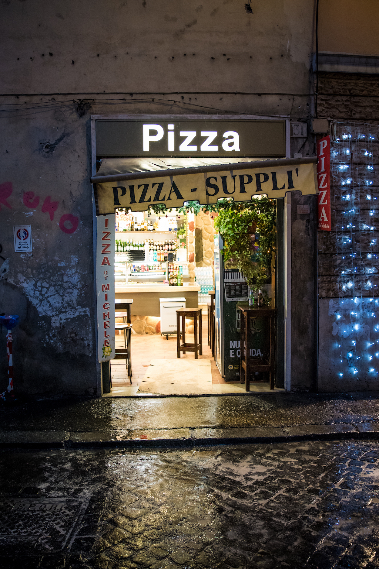 Tips for eating pizza in Rome - by Ben Holbrook.
