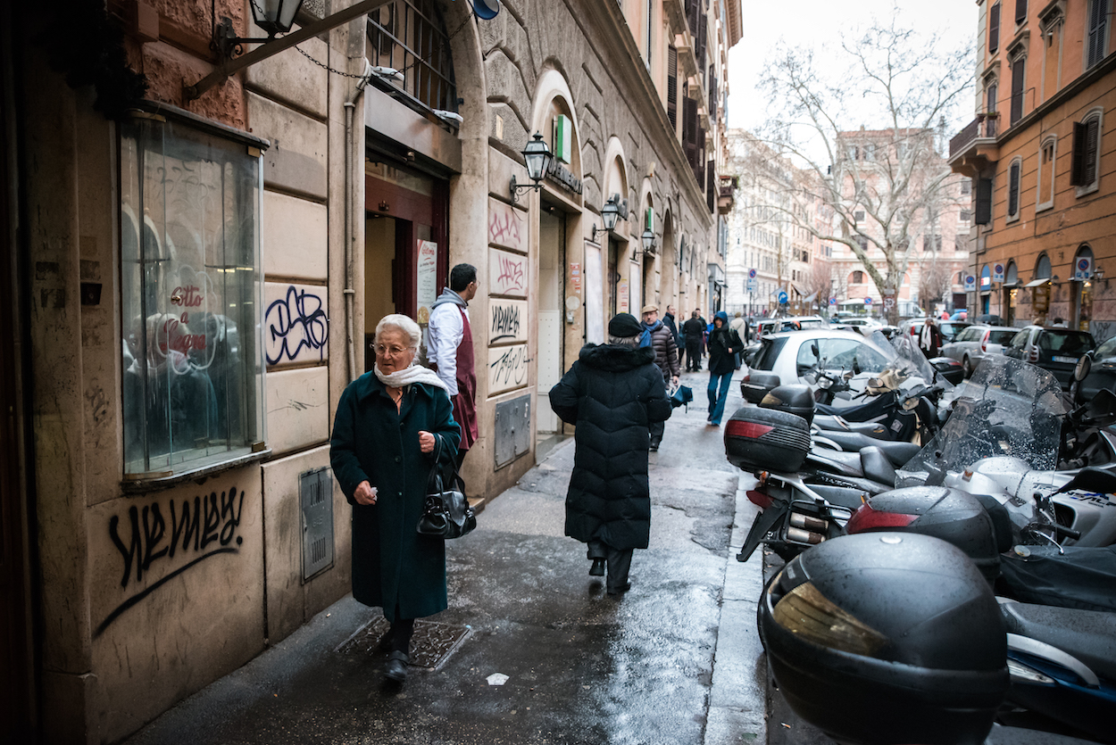 Trastevere working-class neighbourhood in, Rome - by Ben Holbrook