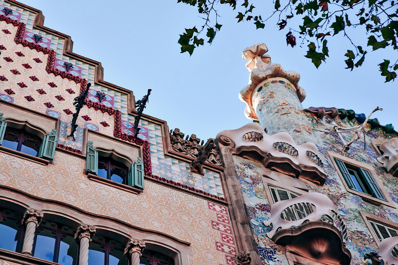 Casa Batlló, Barcelona - by Ben Holbrook from Driftwood Journals