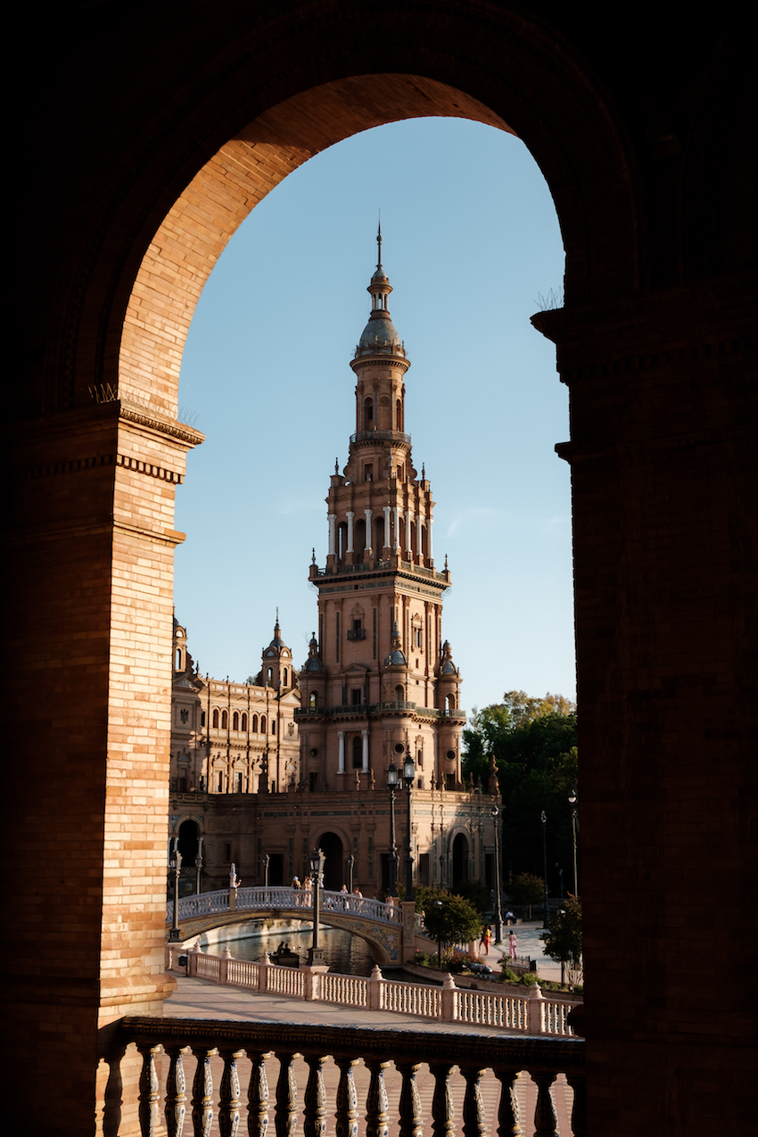 Plaza de España, Seville - by Ben Holbrook