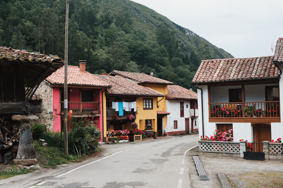 Hórreos in Espinaredo, Pilona, Asturias Travel Photography by Ben Holbrook from DriftwoodJournals.com-2224