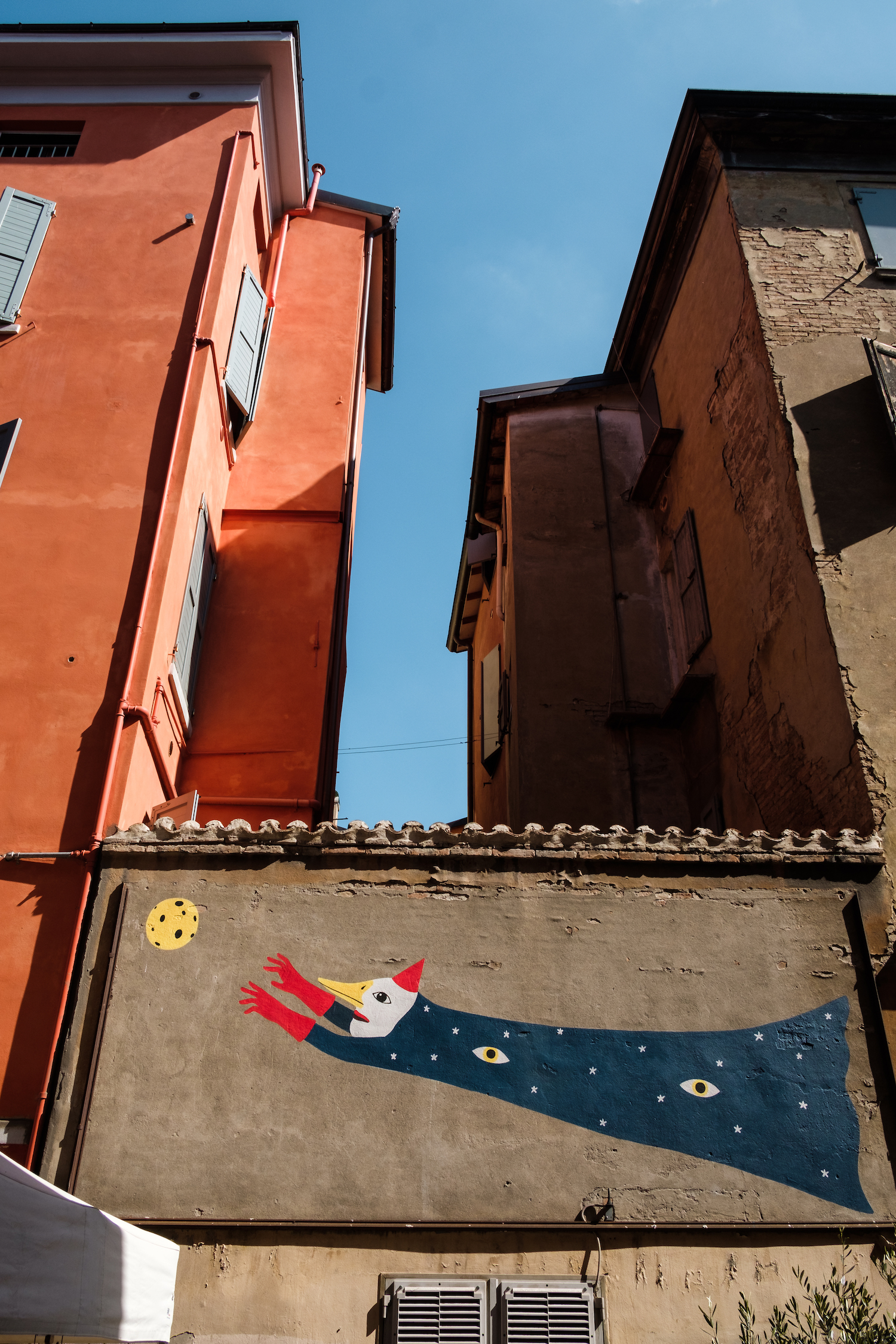 Pastel colours of Modena - Travel and Street Photography by Ben Holbrook from DriftwoodJournals.com-5493